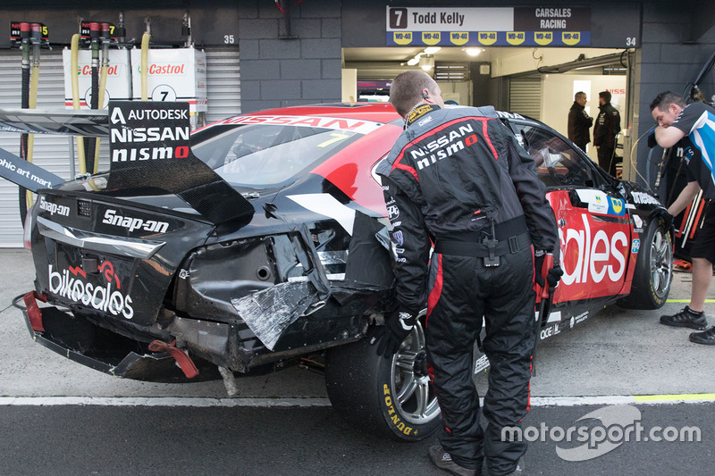 Damaged car of Todd Kelly, Nissan Motorsports