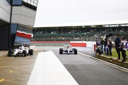 Karun Chandhok, Williams FW14B Renault passes Paul di Resta