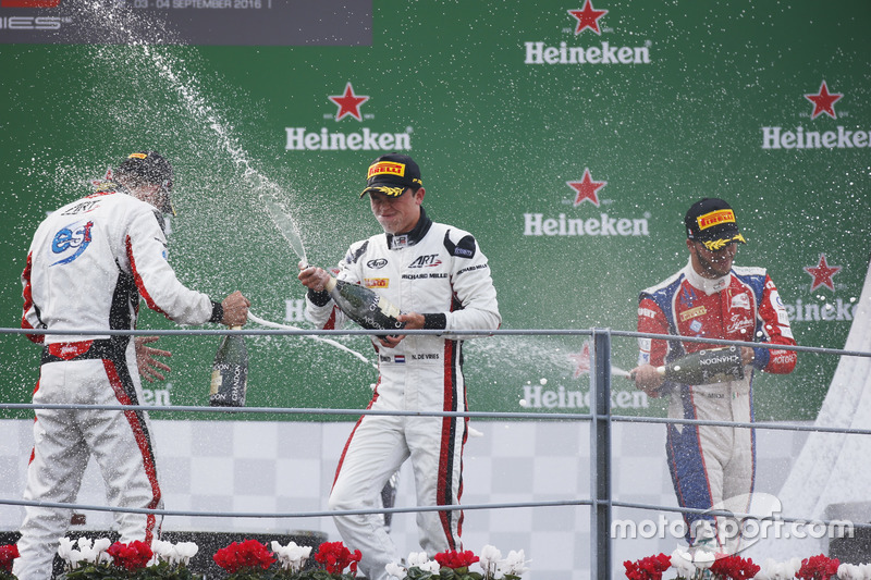 Podium: Nyck De Vries, ART Grand Prix; Alexander Albon, ART Grand Prix and Antonio Fuoco, Trident