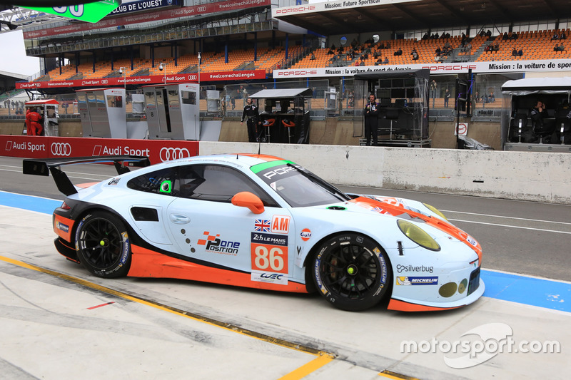 #86Gulf Racing, Porsche 911 RSR: Michael Wainwright, Adam Carroll, Ben Barker