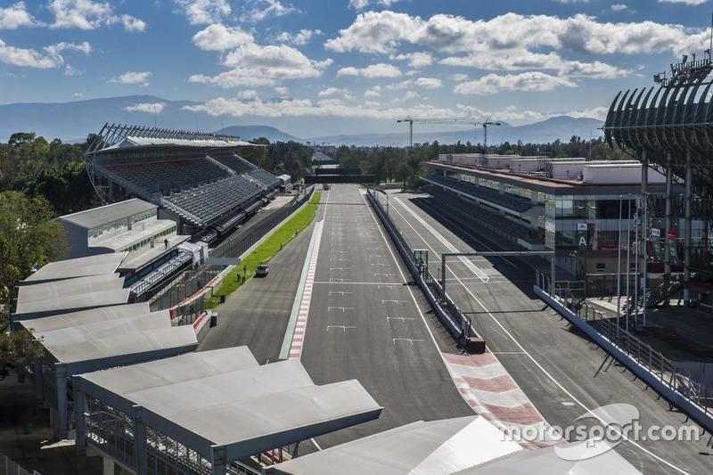 Recta de meta del Autódromo Hermanos Rodríguez