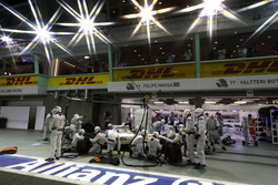 Felipe Massa, Williams FW38 Mercedes, makes a pit stop during the race