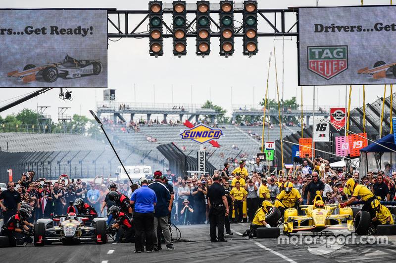 Mikhail Aleshin, Schmidt Peterson Motorsports Honda, Helio Castroneves, Team Penske Chevrolet