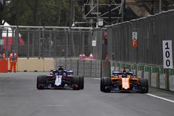 Brendon Hartley, Scuderia Toro Rosso STR13 and Fernando Alonso, McLaren MCL33