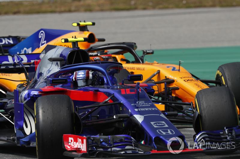 Pierre Gasly, Toro Rosso STR13, Stoffel Vandoorne, McLaren MCL33