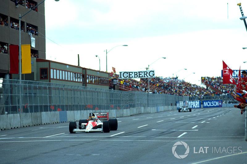 Le vainqueur Ayrton Senna, Mclaren, le second Jean Alesi, Tyrrell