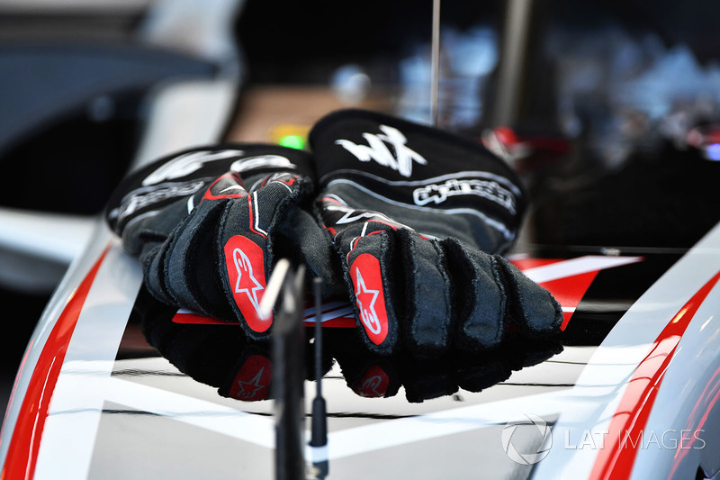 Haas F1 Alpinestars gloves