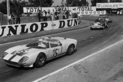 Maurice Trintignant,Guy Ligier, Ford GT40 spyder leads Claude Dubois, Jean-Francois Piot,Triumph Spitfire