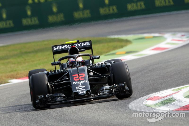 Jenson Button, McLaren MP4-31, con il dispositivo Halo