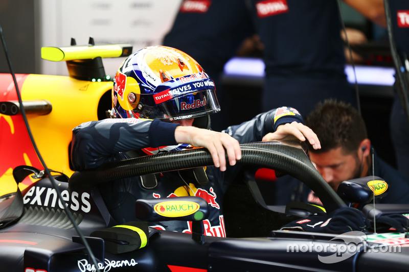 Max Verstappen, Red Bull Racing RB12 Halo kokpit ile
