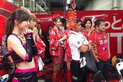 Team Zent Cerumo garaj atmosfer