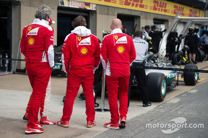 The Ferrari team take a look at the Mercedes AMG F1 W07 Hybrid