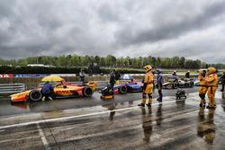 Rote Flagge: IndyCars in der Boxengasse des Barber Motorsports Park
