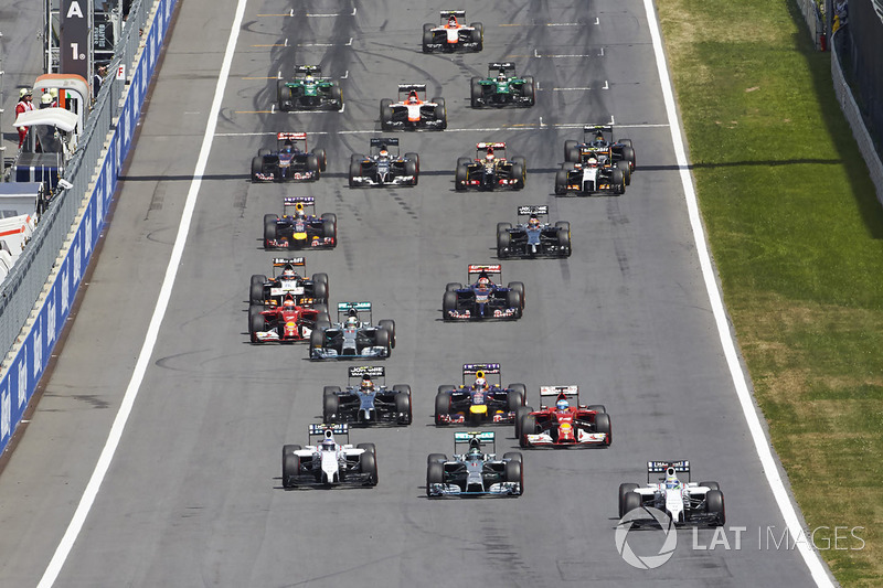 Felipe Massa, Williams FW36 leads at the start of the race