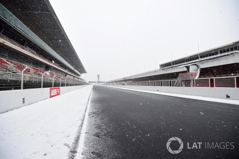 Main straight as snow stops testing