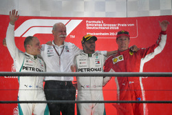 Podium: second place Valtteri Bottas, Mercedes-AMG F1, Dr. Dieter Zetsche, CEO of Daimler AG, Race winner Lewis Hamilton, Mercedes-AMG F1, third place Kimi Raikkonen, Ferrari