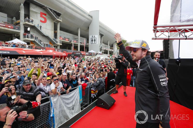 Fernando Alonso, McLaren con fans
