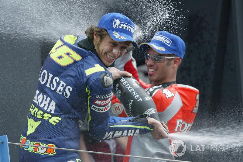 Podio: 1º Valentino Rossi, 2º Sete Gibernau, 3º Marco Melandri