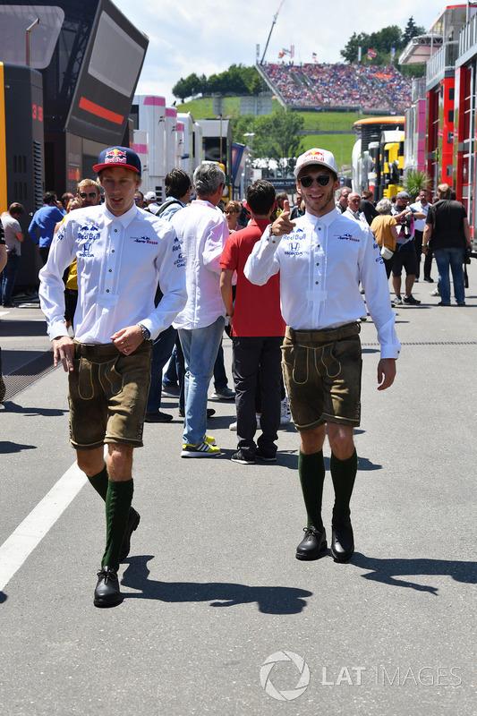 Brendon Hartley, Scuderia Toro Rosso and Pierre Gasly, Scuderia Toro Rosso on the drivers parade