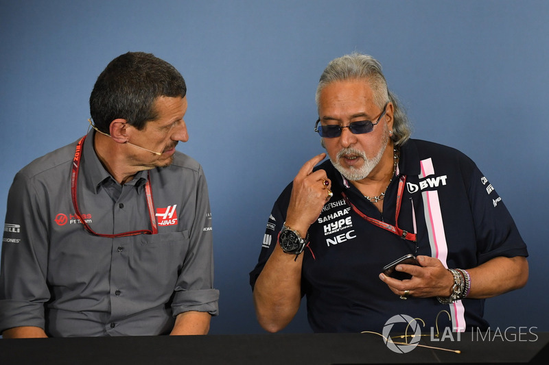 Guenther Steiner, Team Prinicipal, Haas F1 Team y Dr. Vijay Mallya, Force India