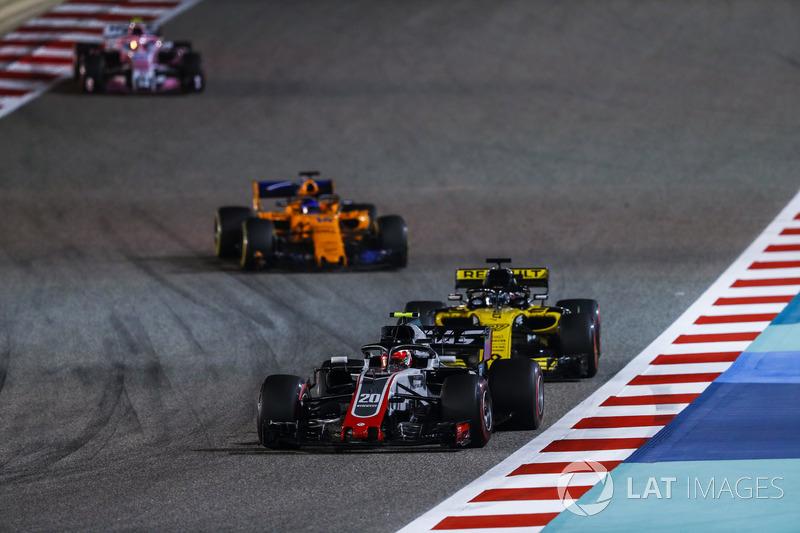Kevin Magnussen, Haas F1 Team VF-18 Ferrari, Nico Hulkenberg, Renault Sport F1 Team R.S. 18, and Fer