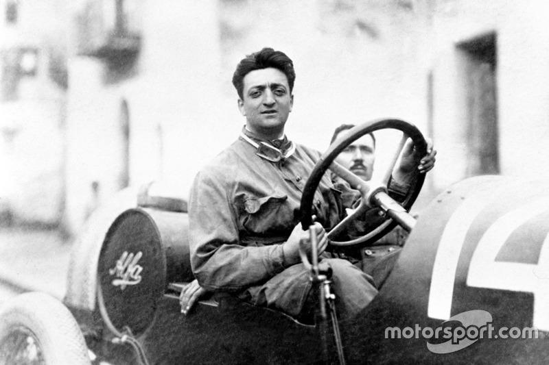 Enzo Ferrari avec le mécanicien Michele Conti, Alfa Romeo 20-40 HP in 1920