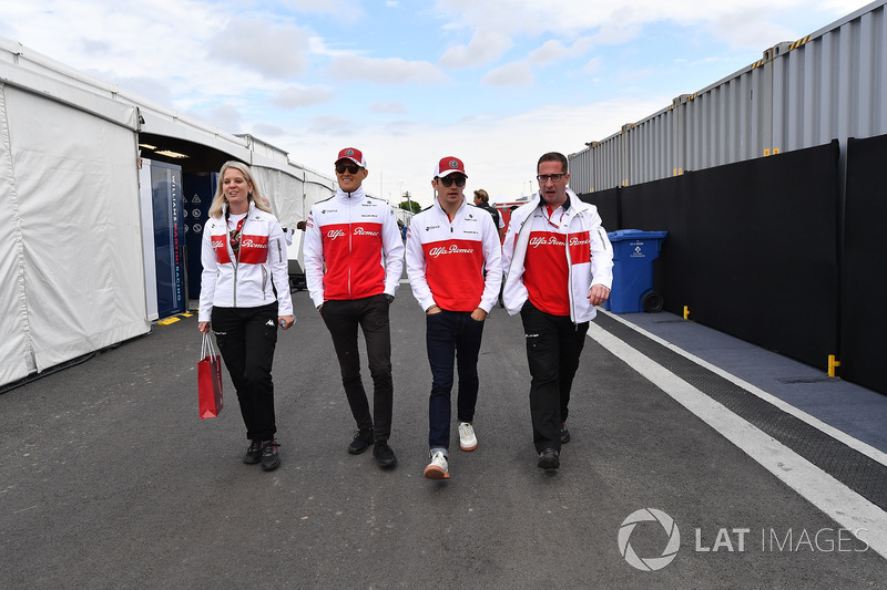 Ruth Buscombe, Sauber Race Strategist, Marcus Ericsson, Sauber and Charles Leclerc, Sauber