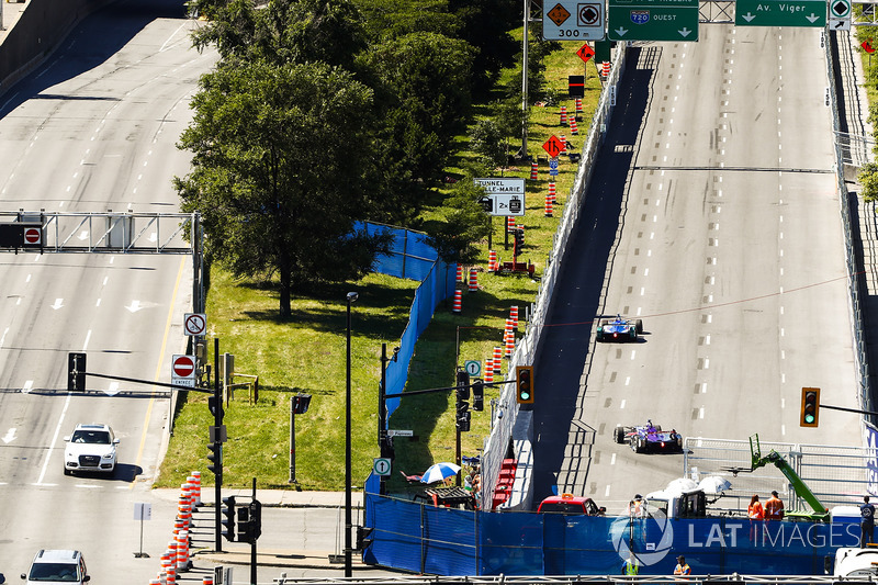 Antonio Felix da Costa, Amlin Andretti Formula E Team, leads Sam Bird, DS Virgin Racing