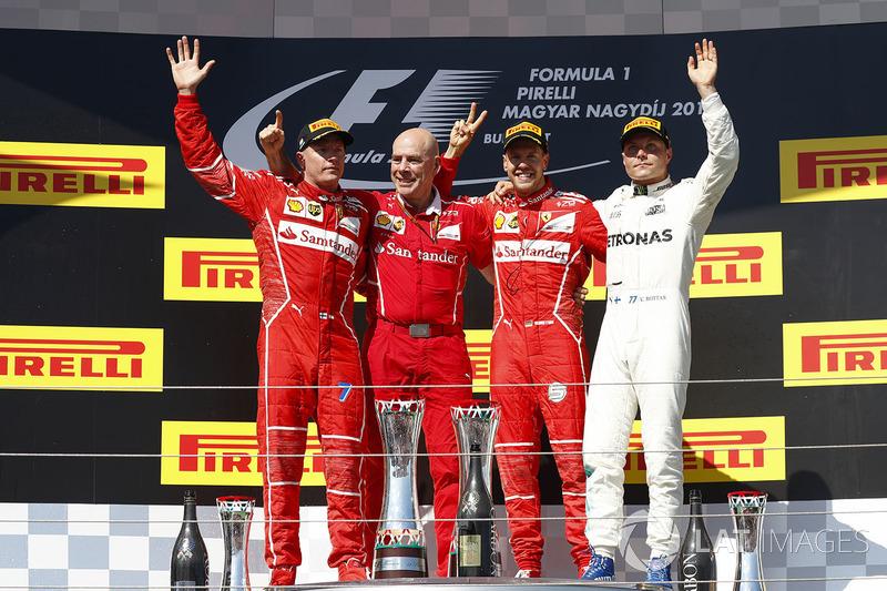 Podio: ganador de la carrera Sebastian Vettel, Ferrari, Kimi Raikkonen, Ferrari, el segundo lugar y tercer lugar Valtteri Bottas, Mercedes AMG F1, Jock Clear, Director de ingeniería, Ferrari