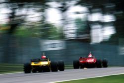 Giancarlo Fisichella, Benetton B198; Eddie Irvine, Ferrari F310B