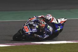 Maverick Viñales, Yamaha Factory Racing overtaking Andrea Dovizioso, Ducati Team