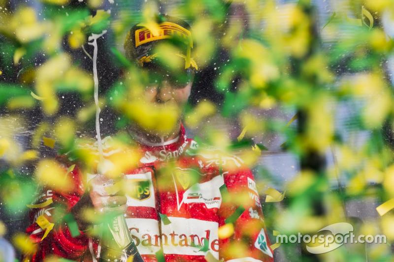 Podium: 1. Sebastian Vettel, Ferrari, verspritzt Champagner