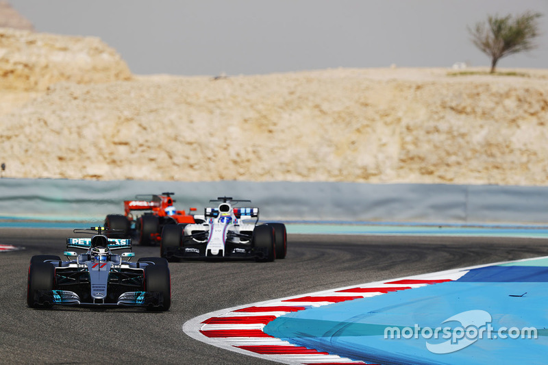 Valtteri Bottas, Mercedes AMG F1 W08, leads Felipe Massa, Williams FW40, and Fernando Alonso, McLaren MCL32