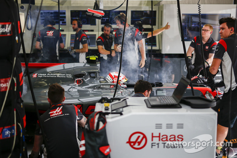 Kevin Magnussen, Haas F1 Team, in the garage