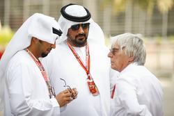 Bernie Ecclestone, Chairman Emiritus of Formula 1, with Bahraini dignitaries