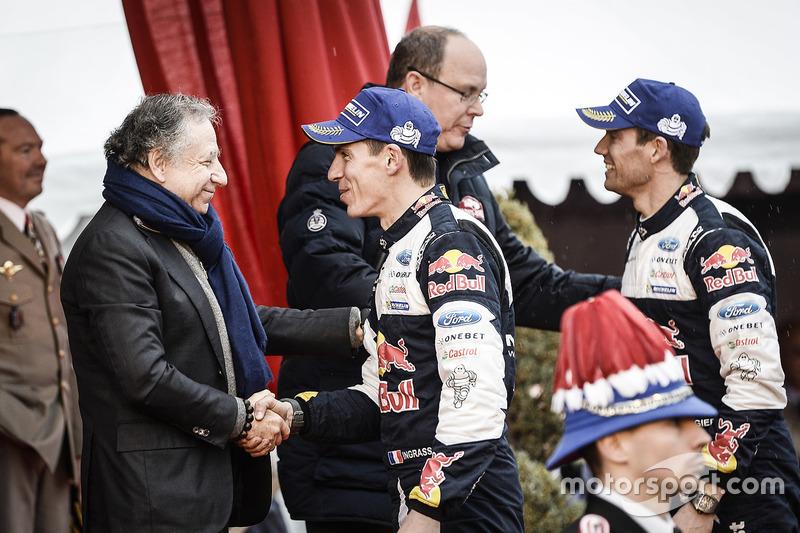 Los ganadores Sébastien Ogier, Julien Ingrassia, M-Sport junto al príncipe Alberto II de Mónaco, Jea