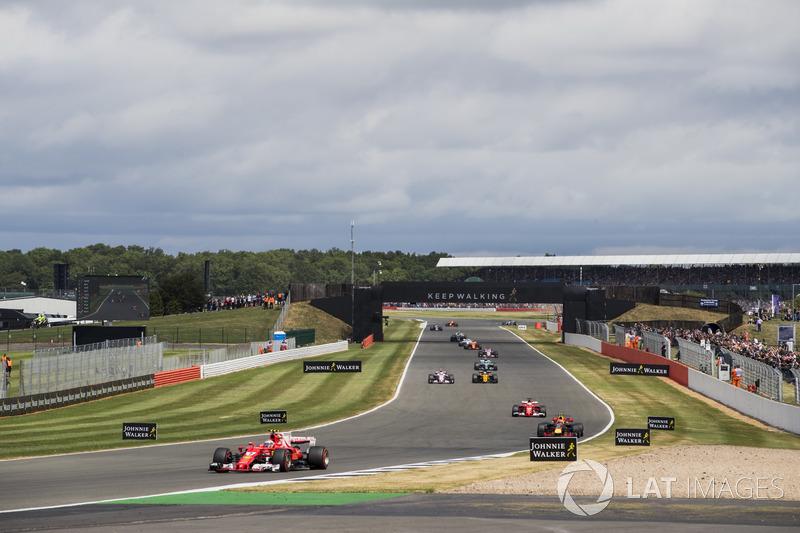 Kimi Raikkonen, Ferrari SF70H, Max Verstappen, Red Bull Racing RB13, Sebastian Vettel, Ferrari SF70H