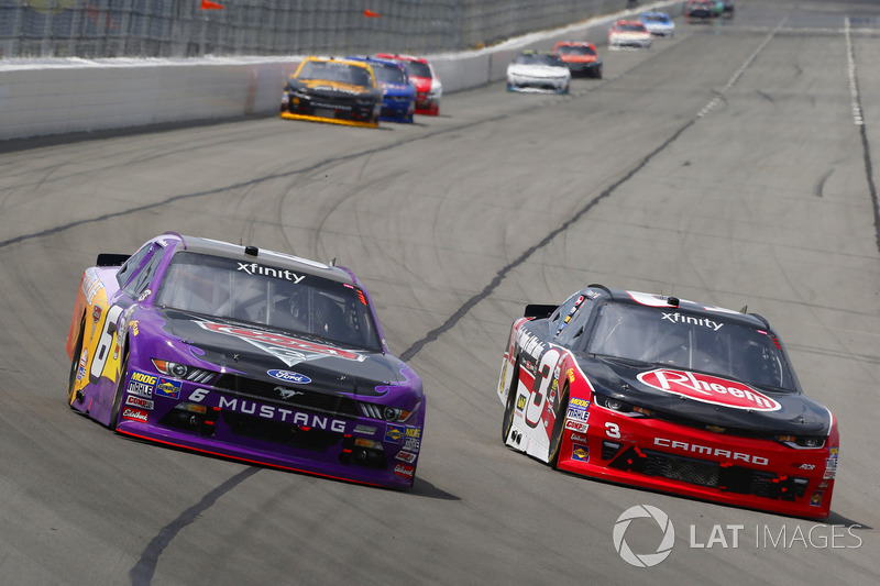 Ty Dillon, Richard Childress Racing Chevrolet, Darrell Wallace Jr., Roush Fenway Racing Ford