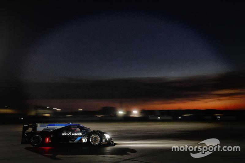 #10 Wayne Taylor Racing, Cadillac DPi: Ricky Taylor, Jordan Taylor, Alex Lynn