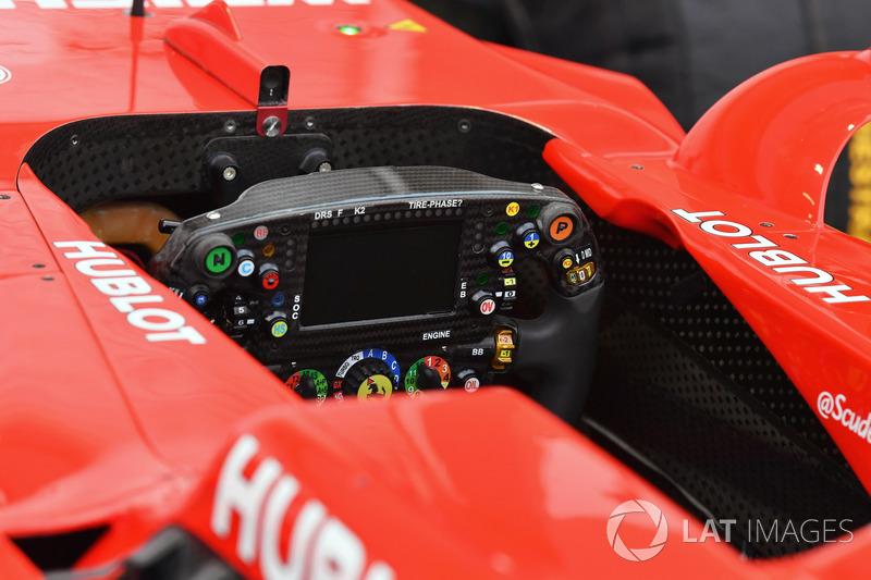 Vue détaillée du volant de la Ferrari SF70H
