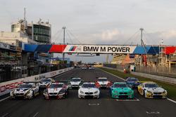 Групповое фото всех BMW M6 GT3, участвующих в гонке