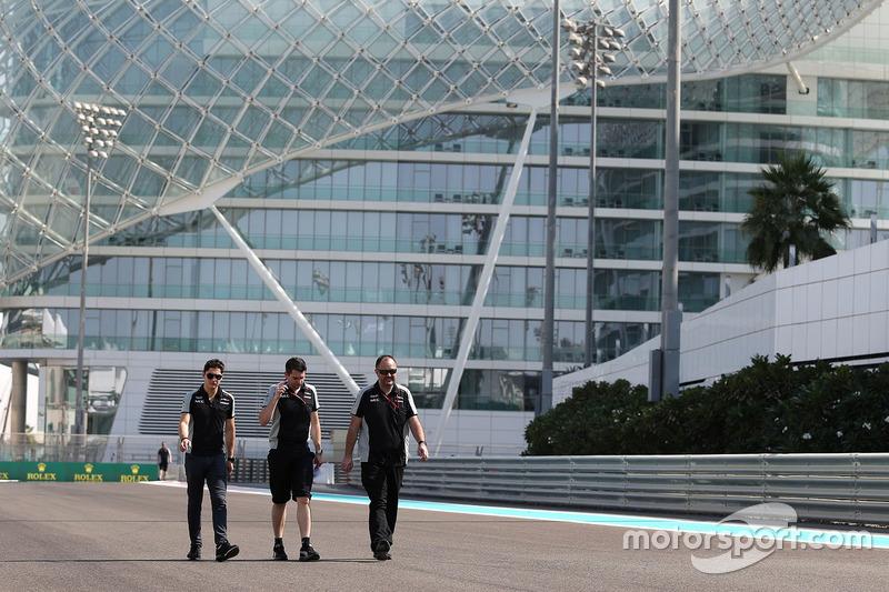 Alfonso Celis Jr., Sahara Force India walks the circuit with the team