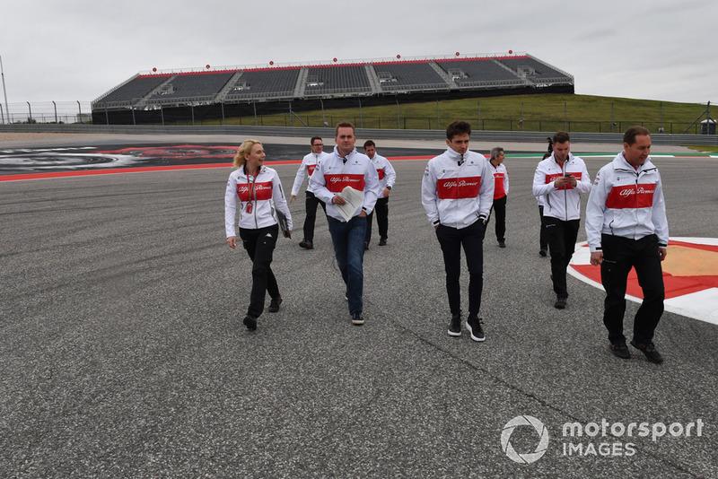 Charles Leclerc, Alfa Romeo Sauber F1 Team ispeziona il circuito