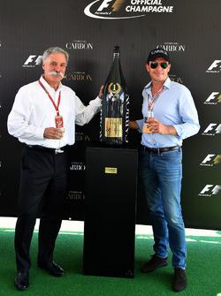 Чейз Кері, голова групи Формули 1, та Алекс Мей