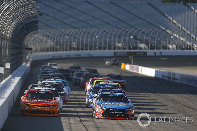 Kyle Larson, Chip Ganassi Racing Chevrolet Kyle Busch, Joe Gibbs Racing Toyota