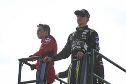 Christopher Bell, Kyle Busch Motorsports Toyota y John Hunter Nemechek, SWM-NEMCO Motorsports Chevrolet
