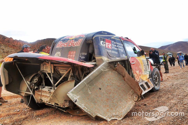 #301 Toyota Gazoo Racing, Toyota: Nasser Al-Attiyah, Matthieu Baumel after the crash