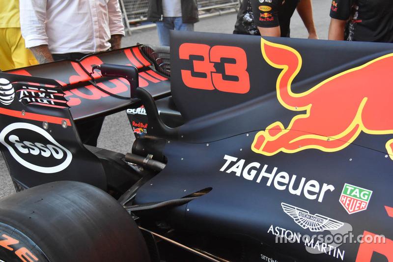 Red Bull Racing RB13, aleta de tiburón y alerón trasero