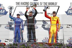 Podium: winner Will Power, Team Penske Chevrolet, second place Scott Dixon, Chip Ganassi Racing Honda, third place Ryan Hunter-Reay, Andretti Autosport Honda
