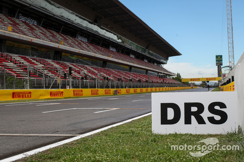 DRS Sign, Grandstand and Track View